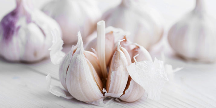 5 Tips That Work to Remove the Smell of Garlic from Your Hands