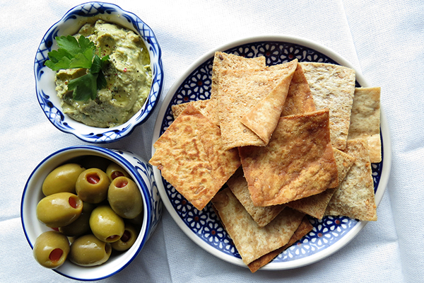 Kale hummus with olives and pita chips