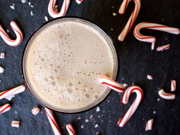Creamy-Candy-Cane-Shakeology-roundup