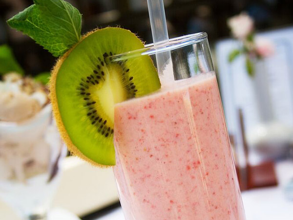 Strawberry-Kiwi-Shakeology-roundup