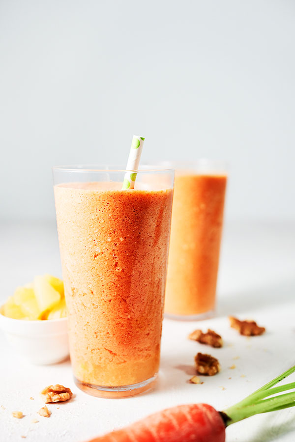 This Carrot Cake Smoothie recipe has all the flavors of a beloved carrot cake.