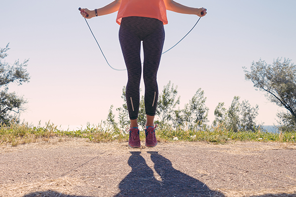 How to jump rope: Woman jumping rope