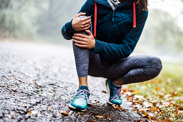 Woman running with knee injury