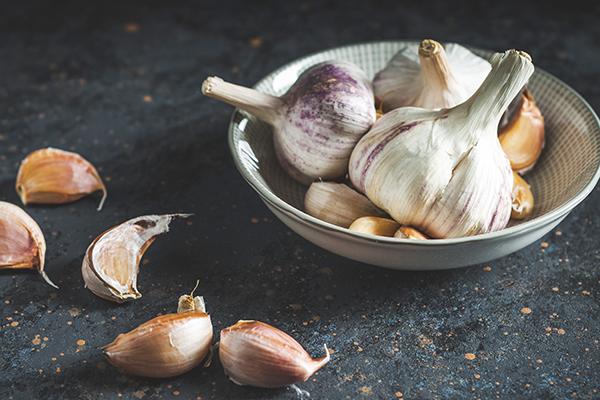 Garlic cloves in bowl