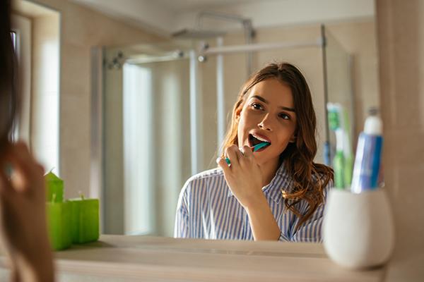 7 Simple Habits to Keep Your Teeth Healthy