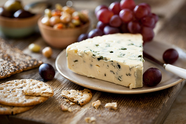 Plate with blue cheese, grapes, and crackers