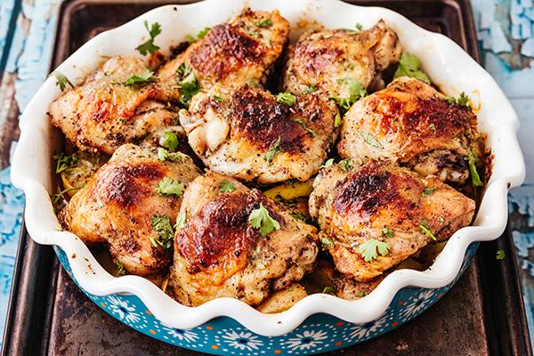 Grilled chicken thighs in round dish
