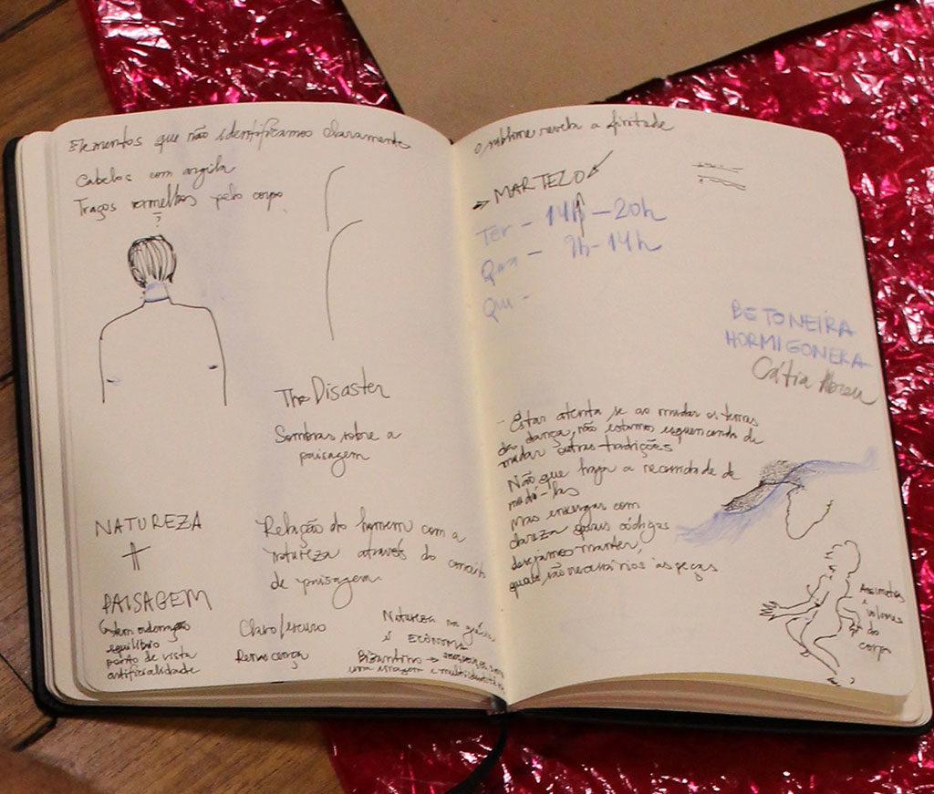 Foto do caderno do artista Gustavo Ciríaco.