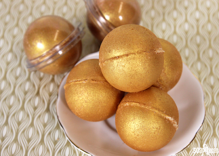 25 sweet smelling diy bath bombs for beautiful skin golden fizzy diy bath bombs solutioingenieria