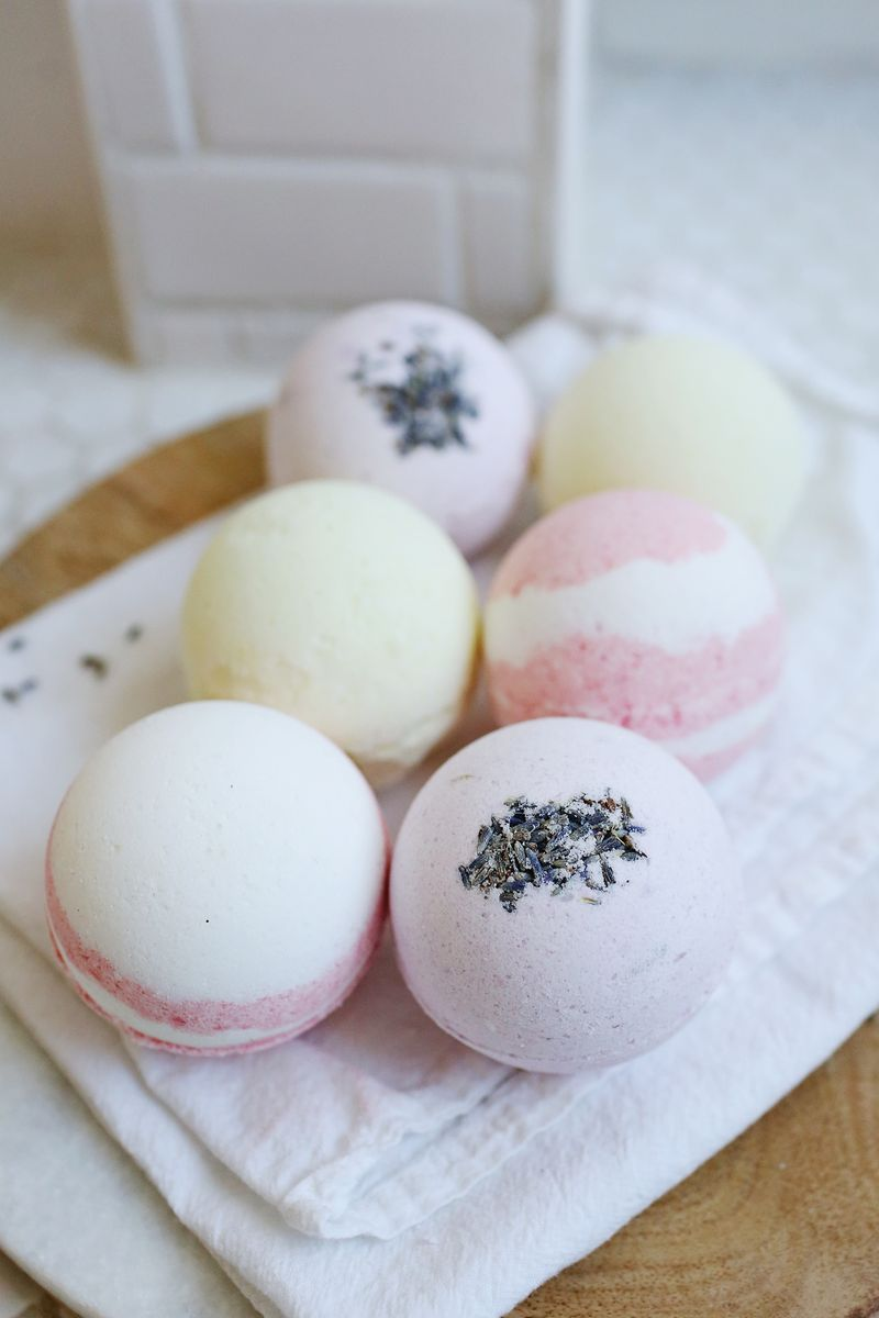 25 Sweet Smelling DIY Bath Bombs for Beautiful Skin