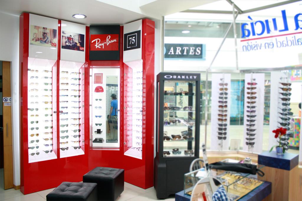 1839bdea2e ... mobiliario; Cliente: Luxottica – Ray -Ban. Retail / Comercio