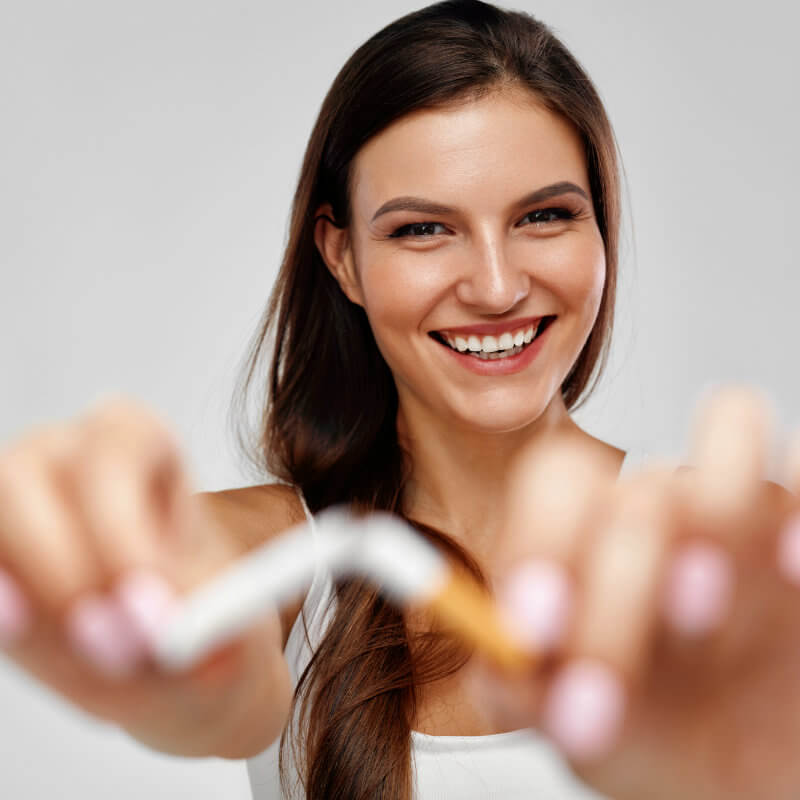 mujer-dejar-cigarro.cabello-danado