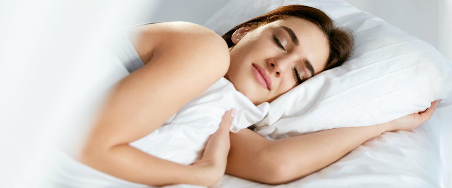mujer-dormir-almohada