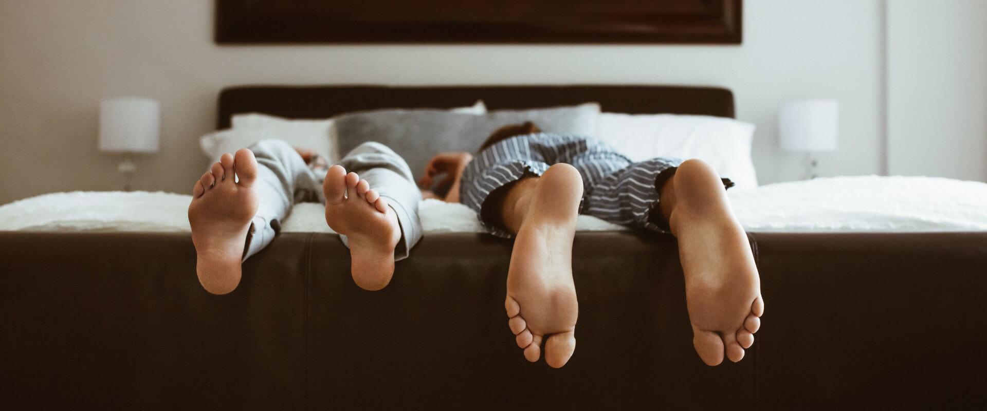 Beneficios y posiciones para dormir en pareja