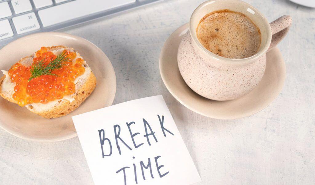 descansos en la jornada laboral puede ser la hora de la comida o almuerzo, tomar una siesta o salir a fumar