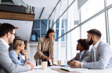 Como ser um líder de sucesso: 12 características e atitudes