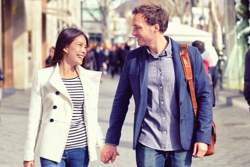 Saiba como manter um namoro com um(a) colega de trabalho