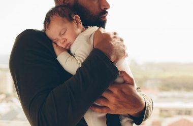 Existe licença-paternidade? O que a CLT garante ao trabalhador?