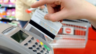 Swiping_Credit_Card