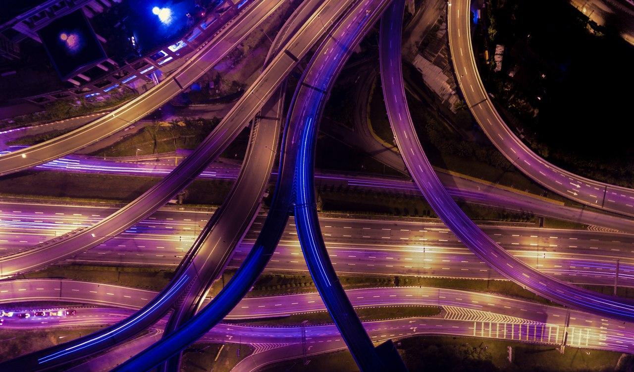 rodovias interligadas a noite