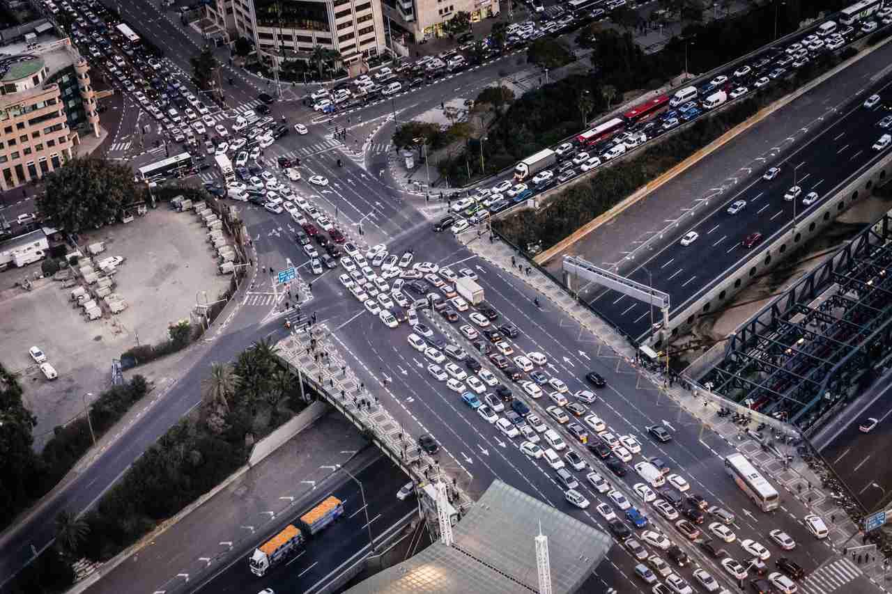 grande congestionamento em avenida