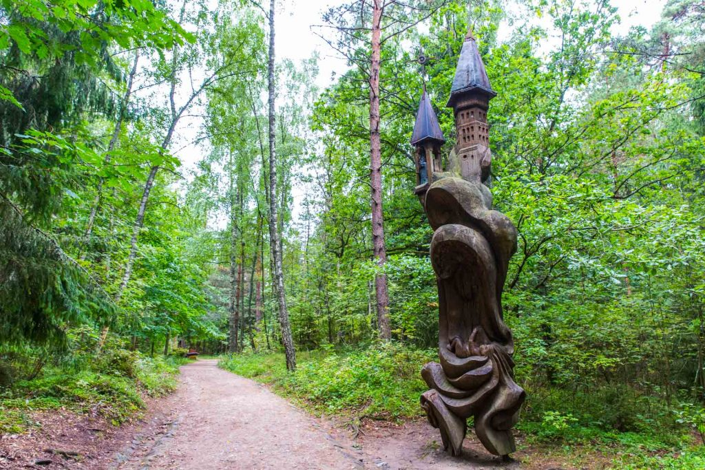 BlueSkyTraveler Lithuania Wood Carving