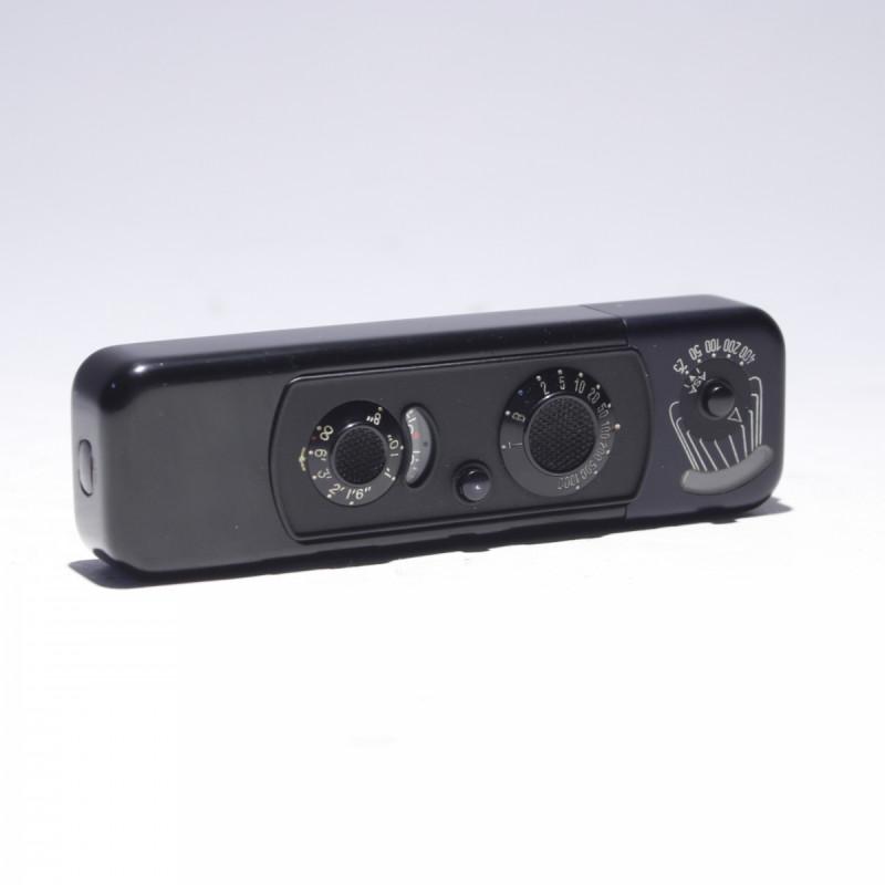 The Mamiya 645 Polaroid Back Film Type {Forum Aden}