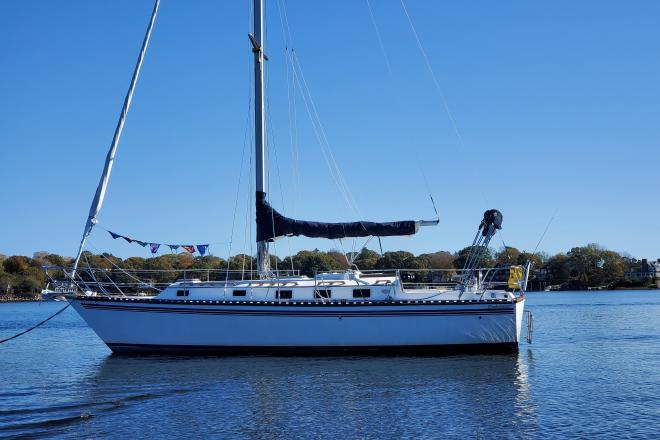 1985 Endeavour 33 - For Sale at Wakefield, RI 2879 - ID 203472