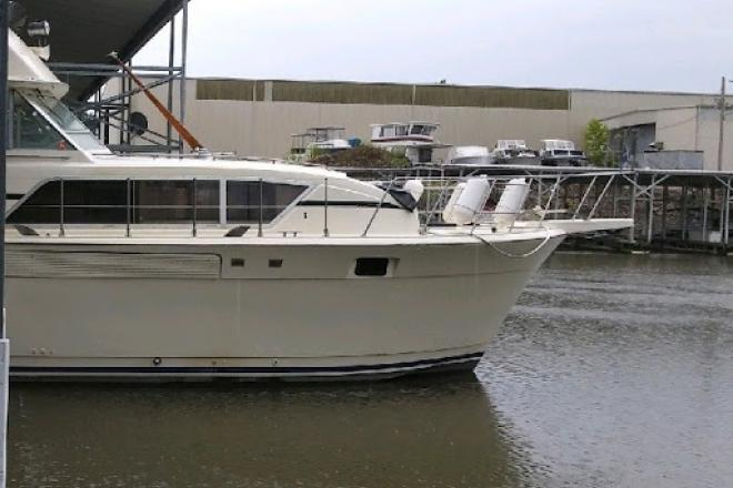 1984 Chris Craft Commander 410 - For Sale at Imperial, MO 63052 - ID 209251