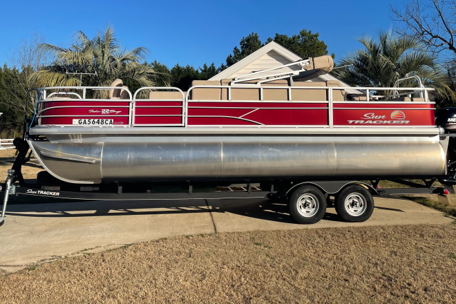 2019 Sun Tracker 22 Fishin Barge