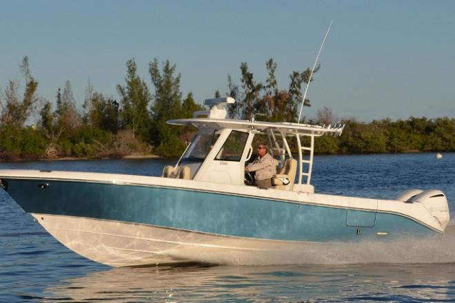 2021 Everglades 335 CC