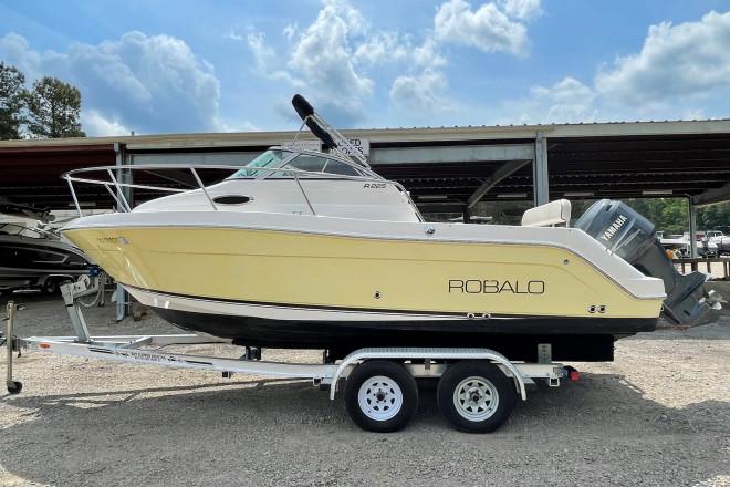 2004 Robalo R225 WA