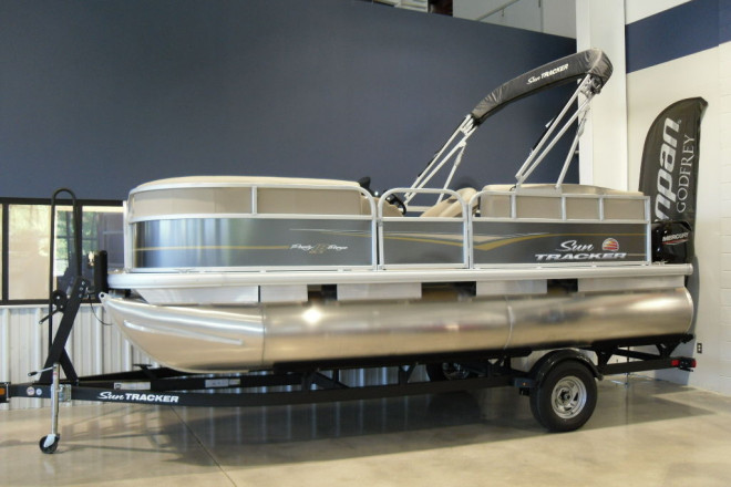 2021 Sun Tracker Party Barge