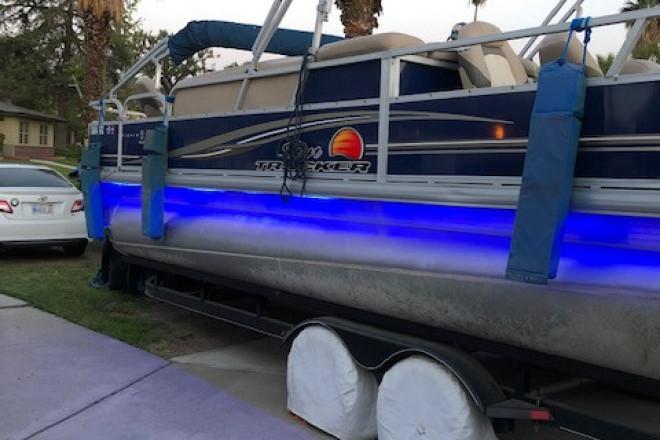 2014 Sun Tracker 22ft Fishing Barge DLX