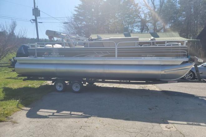 2021 Sun Tracker Fishin' Barge® 24 XP3