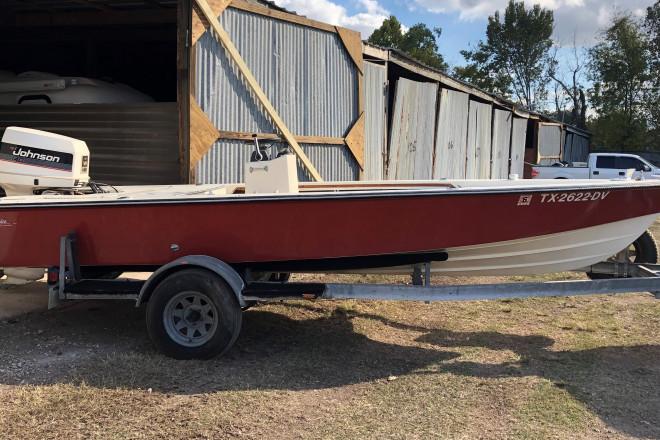 1987 Maverick Deluxe Flats Boat