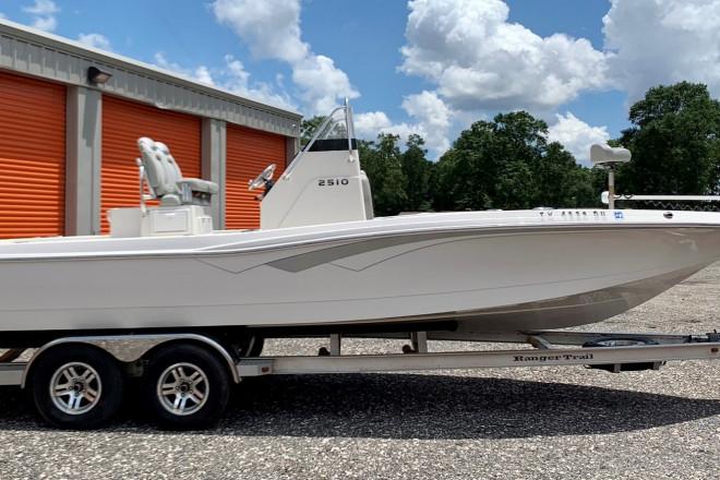 2017 Ranger 2510 Bay