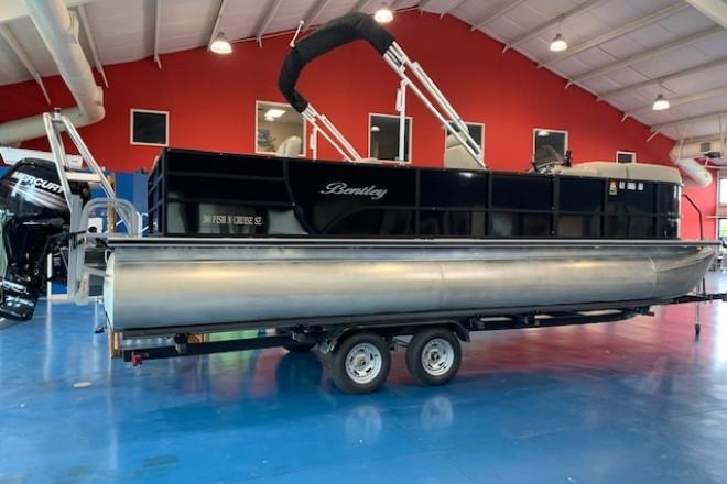 2019 Bentley 240 Fish and Cruise
