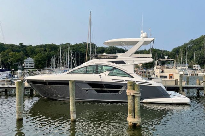 2019 Cruisers 54 CANTIUS FLY