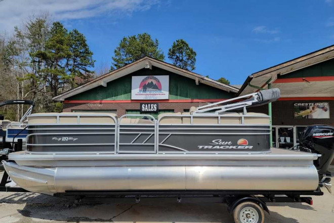 2021 Sun Tracker Party Barge® 20 DLX