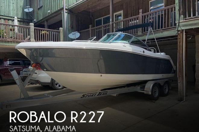 2018 Robalo R227