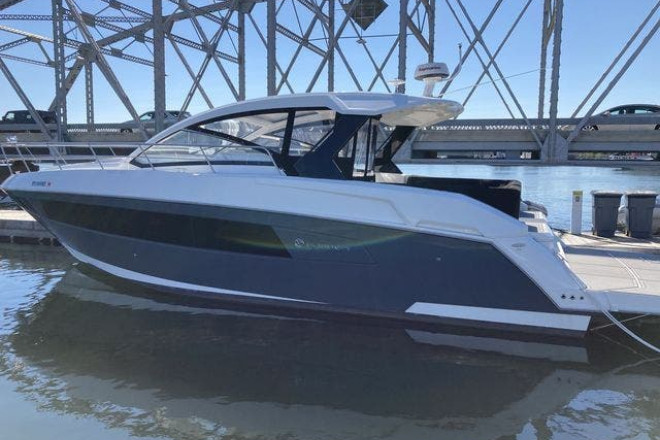 2017 Cruisers 390EXPRESSCOUPE