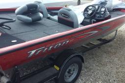 2014 Triton X17