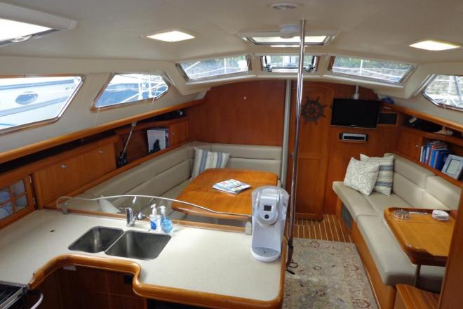 2006 Hunter 44 deck Salon - For Sale at Holland, MI 49424 - ID 76450