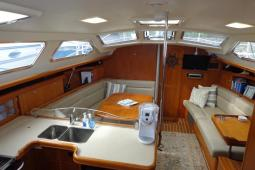 2006 Hunter 44 deck Salon