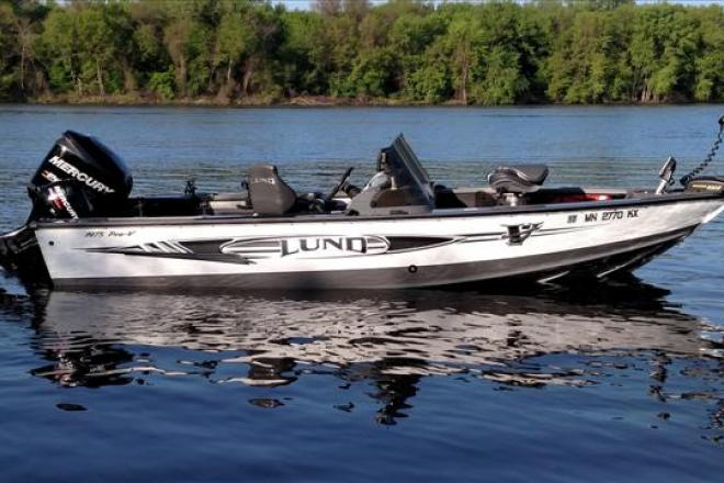 2012 lund pro v 1975 19 foot 2012 lund fishing boat in for Used fishing boats for sale mn
