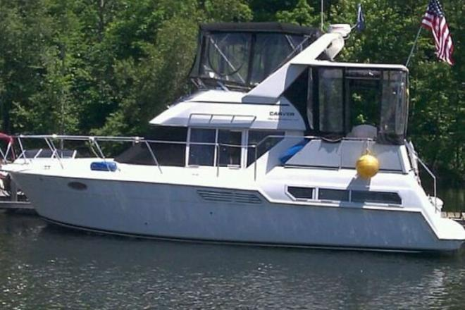 1998 Carver 325 Aft Cabin Motor Yacht - For Sale at Broadalbin, NY 12025 - ID 108063