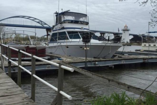1979 Uniflite 38 - For Sale at Bellmore, NY 11710 - ID 108241
