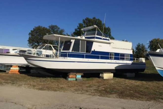 1971 River Queen Steel Houseboat - For Sale at Portage des Sioux, MO 63373 - ID 109291