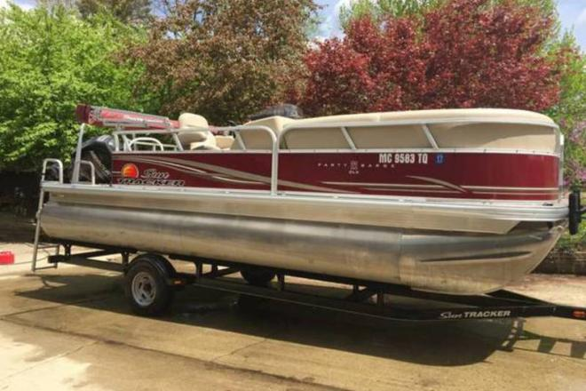 2014 Sun Tracker Party Barge 22 DLX - For Sale at Eaton Rapids, MI 48827 - ID 109629